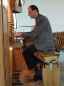 """Mag. Johannes Kuntner ist für alle """"Wehwehchen"""" der Orgel zuständig"""